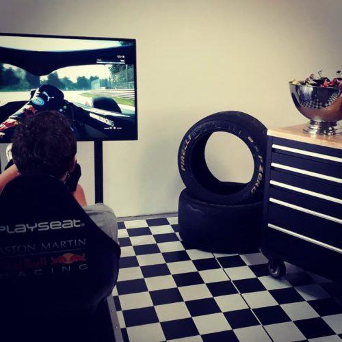 F1 Bar, F1 simulator, gereedsschapswagen-bandenstapel