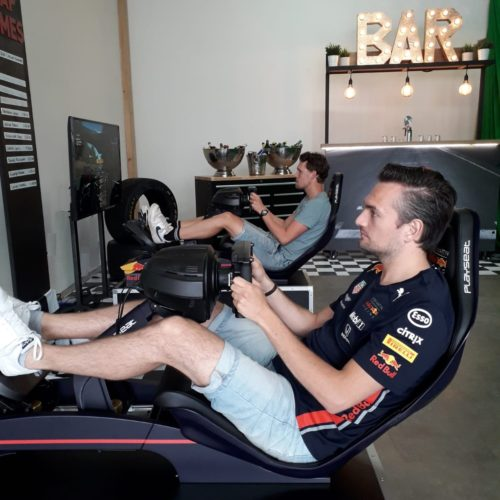 F1 sim in actie bij de F1 Bar