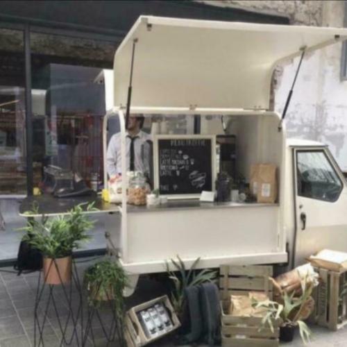 Piaggio Ape 50 op locatie - Bars & Cars