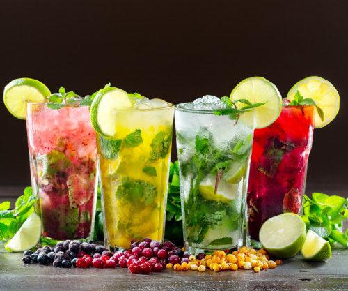 Cocktailbar met verschillende Mojito's