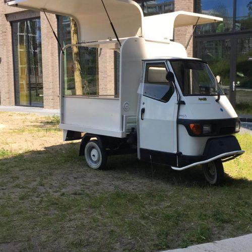 Piaggio Ape 50 op jouw locatie - Bars & Cars